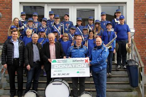 Fjordavisen.nu » Hobro: Donation til nye trommer og blæseinstrumenter