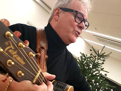 Axel Fruensgaard Meilholm underholder med ny julesang