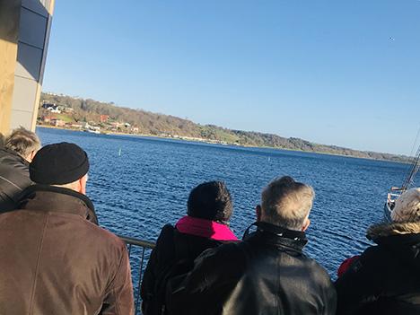 Hvalen har forladt havnebassinet i Hobro