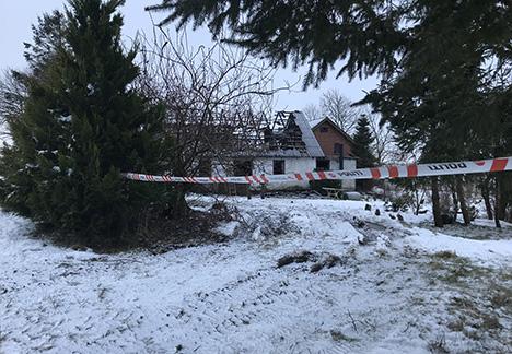 Politiet efterlyser 73-årig mand efter gårdbrand torsdag aften