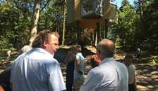 Bjarne Brath skal bygge flere Løvtag-Hytter i trætoppene i Helberskov