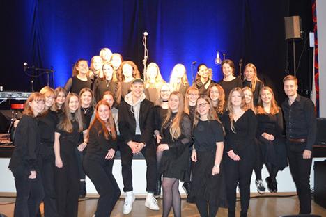 Mariagerfjord Pigekor sang med Hjalmer