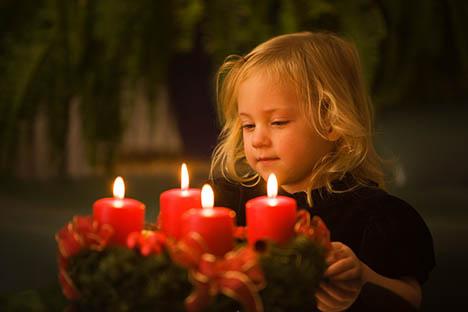 Kager, lys og pynt - Børneulykkesfonden guider til en sikker jul i børnehøjde