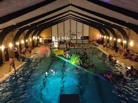 Pool-Party med havfruer og badeløver