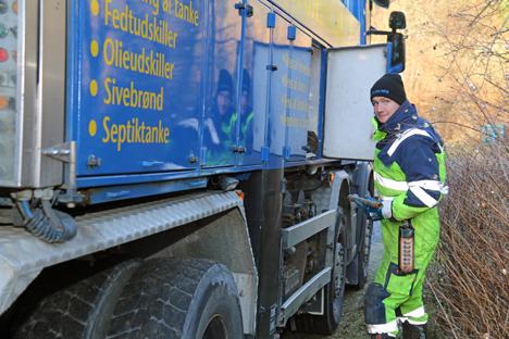 23-årige Kristian B. Larsen har købt sig ind i det kendte Hobro-kloakfirma .