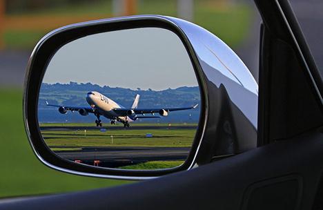 Fly eller bil til din næste rejse mod solen