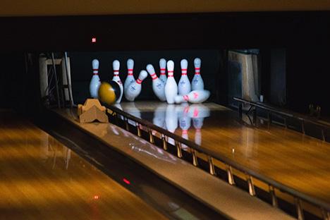 Oplev underholdende bowling og lækker mad i Roskilde Bowling Center