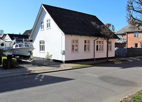 Ugens Bolig   Flot moderniseret villa i Mariager!