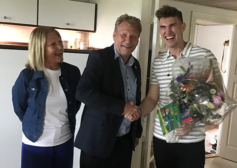 Frederik bliver bedre og bedre dag for dag hos IDEmøbler Max Jessen Terndrup.
