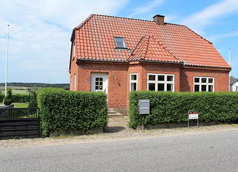 Ugens Bolig   Præsentabel rødstensvilla med udsigt over markerne
