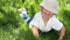 Fire ud af ti børn bliver solskoldet i sommerferien