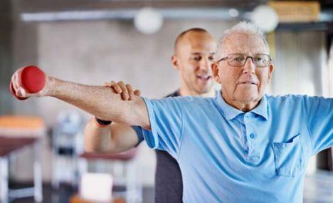 Ældre nordjyder strømmer til fysioterapeut