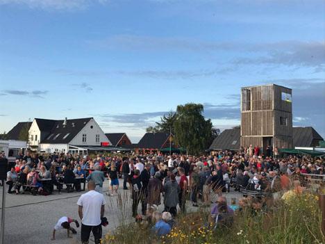 Lokalt band på scenen til fredagskoncert i Øster Hurup