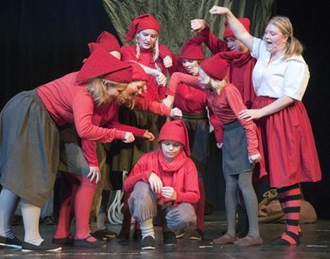 FYRKATSPILLET har taget hul på forberedelserne til årets julespil på Hobro Theater