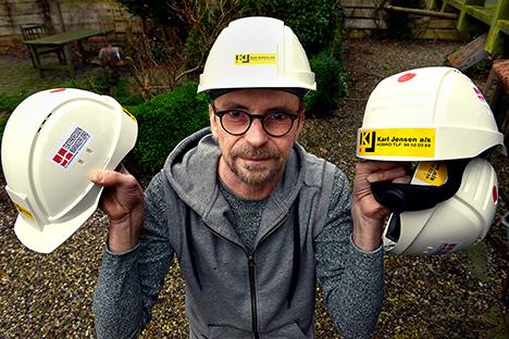 Firmaet Karl Jensen gav en hånd i form af hjelme