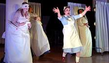 Gysende og grotesk hospitalskomedie i Arden Kulturhus torsdag aften