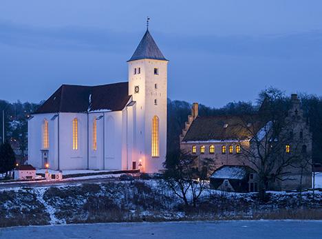 Auktion i Mariager Kirke til fordel for julehjælpen