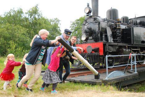 Dagens Sommerferietips: Tag en tur med veteranbanen