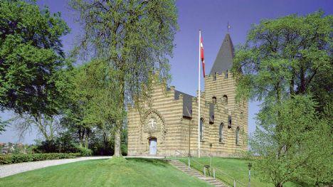 Bisættelsen finder sted fra Hobro Kirke den 25. februar