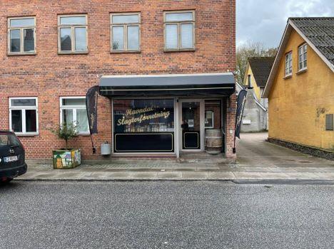 Slagteren i Havndal vil give stafetten videre