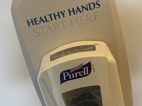 En læser undrer sig - Hvorfor spritter man ikke hænder når lokale butikker besøges