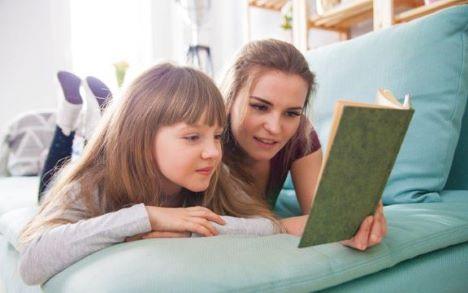 Ekspert: Sådan får du dit barn til at læse i sommerferien