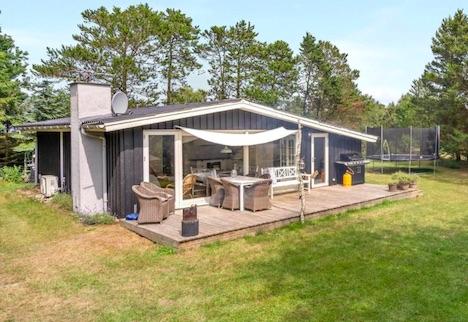 Ugens home - Flere terrasser, Shelter og stor græsplæne. 350m ned til Kattegat via natursti.